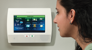 Honeywell Lynx Touch 7000 Panel